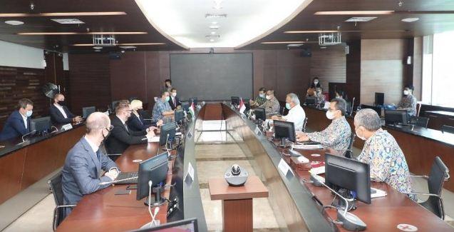 我国和匈牙利政府 致力加速基建合作发展