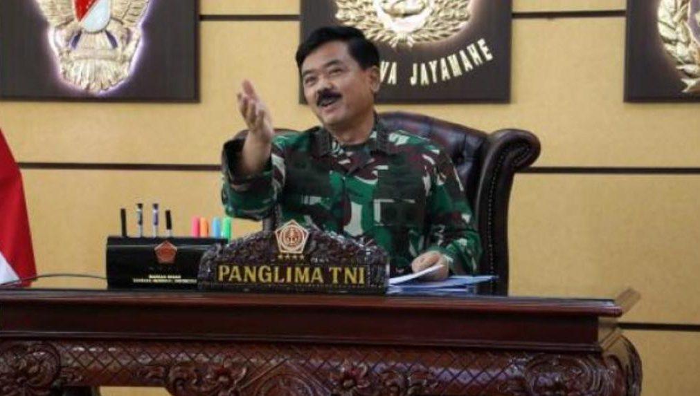 防务合作是印尼-新加坡双边关系的重要支柱之一,因此必须保持印尼武装部队与新加坡武装部队之间的战略伙伴关系。 印尼三军参谋总长昨日(20/04)在国军总部与新加坡武装部队司令王赐吉中将在线会议时,提到了上述问题。 在国防和安全领域,我国和新加坡之间相互