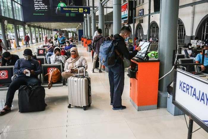 劳工部长伊达(Ida Fauziyah)禁止私企雇员和印尼外劳返乡过节