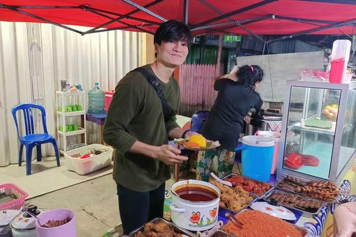 因与韩国偶像李敏镐脸相似,这位在三马林达黄米贩子备受瞩目