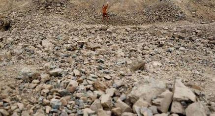 印尼苏门答腊岛:一非法金矿发生山体滑坡, 4人被埋