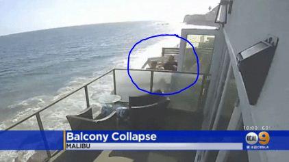 加州一海景房阳台突然坍塌,10几人同时坠下!