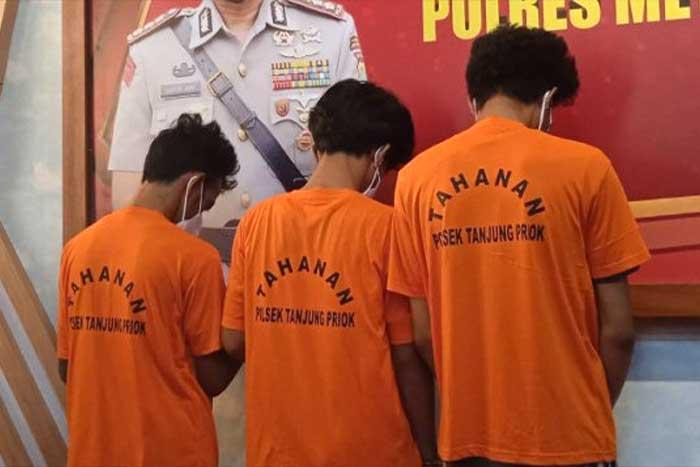 数十名流氓在丹绒不碌(Tanjung Priuk)暴怒,一名居民因此而丧命