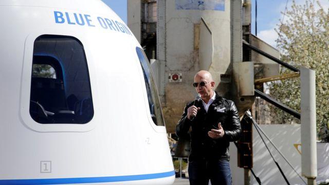 与世界首富贝佐斯同游太空,座位拍出天价