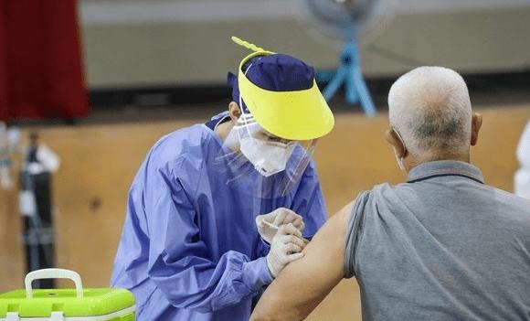 台接种日本赠送阿斯利康疫苗后:62人猝死,最年轻42岁,在台日本人怕了