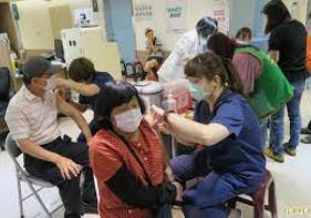台湾彰化:新冠疫苗接种预约被秒杀,肺炎疫苗也被抢到缺货