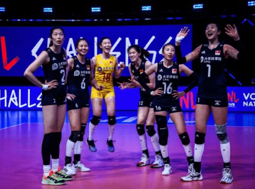 中国女排3-0俄罗斯:喜迎五连胜,距离日本只剩3分差距