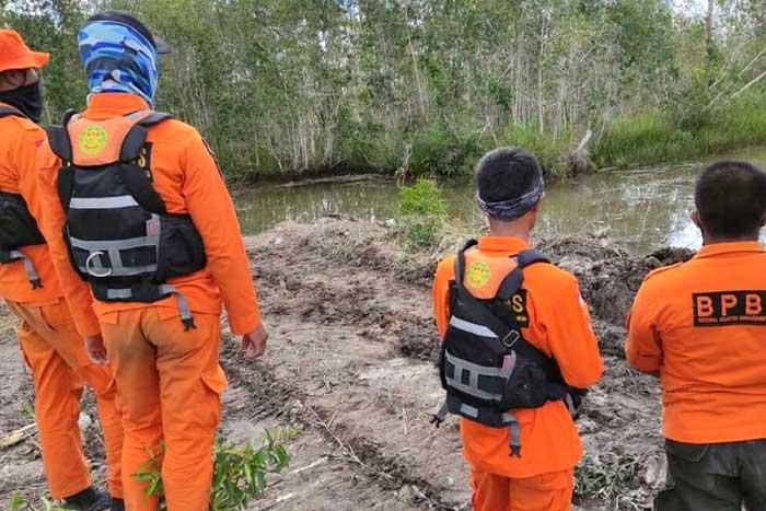 硬冲鳄鱼巢穴,搜救队终于找到失踪水闸卫士的尸体