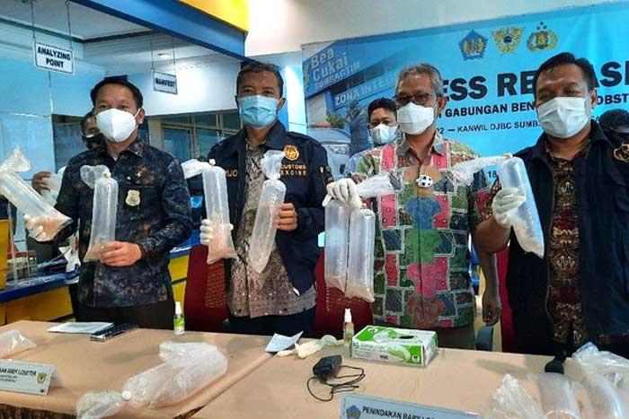 官员没收将被走私到马来西亚的 22.5 万粒龙虾种子
