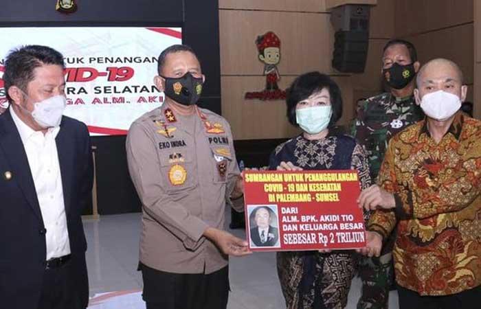 已故 Akidi Tio 的家属捐赠 2 万亿印尼盾用于处理新冠肺炎(Covid-19)