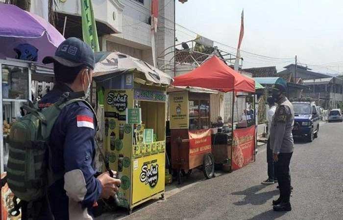 忘记戴口罩,楠榜街头小贩承认被警察虐待