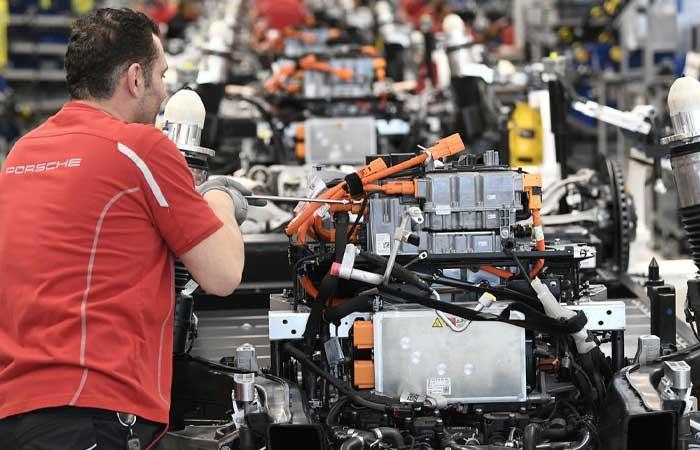 动工建设,电动汽车电池厂计划于 2022 年 5 月投产