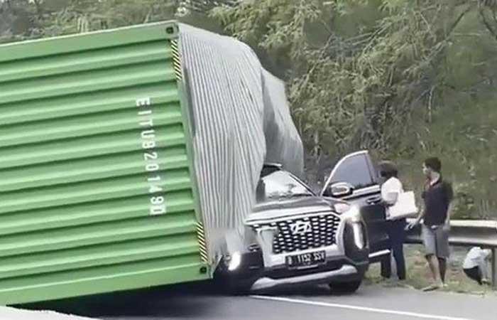 超商 Indomaret 老板在 Cipularang 高速公路发生意外后身亡